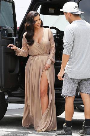 28.06 - Kim Kardashian se rend a un photoshoot