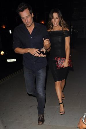 31.07 - Kate Beckinsale dîne avec son mari, Londres