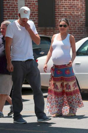 31.07 - Mila Kunis & Ashton Kutcher dans Hollywood