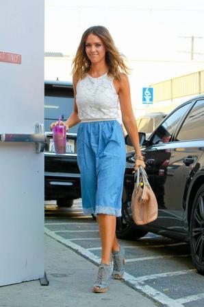 01.08 - Jessica Alba se rend a son bureau, Santa Monica