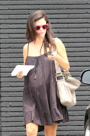 02.08 - Rachel Bilson dans West Hollywood
