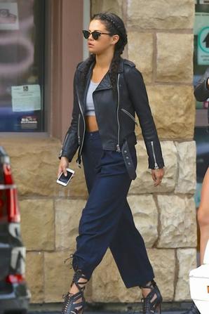 02.08 - Selena Gomez dans Los Angeles