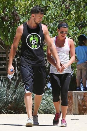 06.08 - Lea Michele et son nouveau chéri en randonnée à Los Angeles