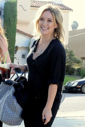 09.08 - Hilary Duff se rend au Starbucks, Los Angeles