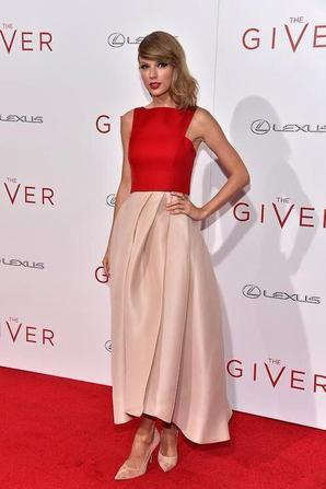 11.08 - Taylor Swift @ The Giver Premiere