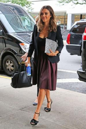13.08 - Jessica Alba quitte son hotel, New-York