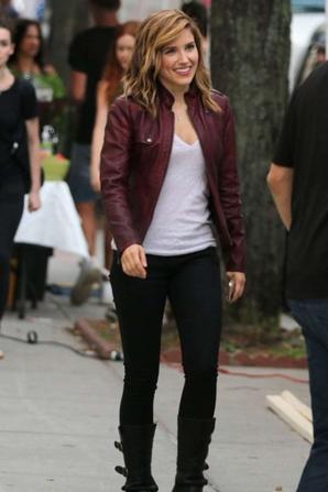 16.08 - Sophia Bush sur le tournage de la série Chicago
