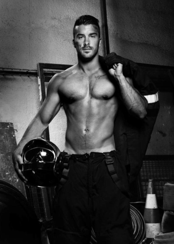 Calendriers des pompiers 2016 : ils se mettent à nus pour nous offrir des images incendaires !