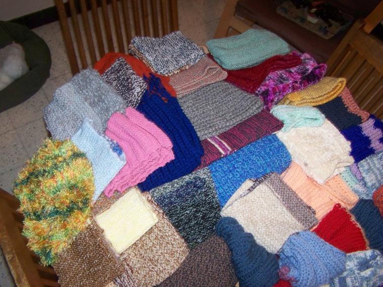travaille des tricoteuse du coeur solidaire