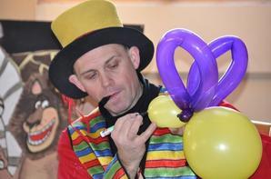 ANIF 5     IL YA 6 SPECTACLES DIFFERENTS  winie et le wc magique, garde robe du clown, le gentleman magicien, sorcier de poudelard, le comte de noël, jacar la fripouille.