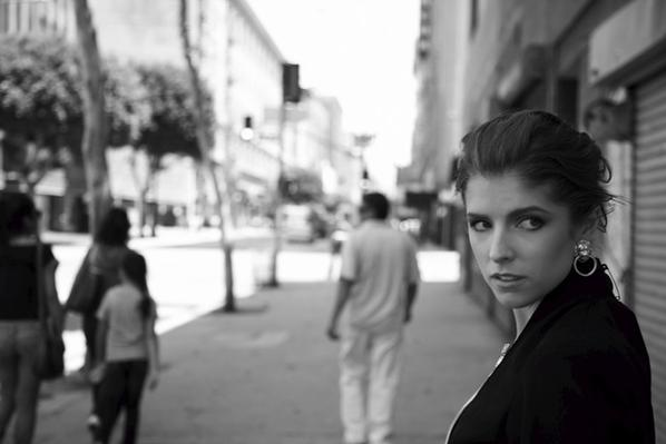 Anna kendrick pour new york moves magazine
