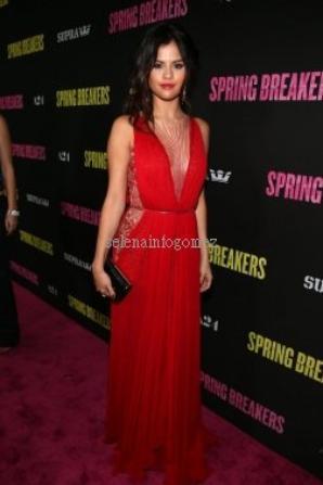 Le 14/03, Selena était à l'avant première de Spring Breakers à L.A.