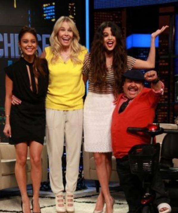 Le 21/03, Selena et Vanessa étaient à Chelsea Lately.