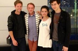 Coucou! De nouvelles photos de Selly posant avec des fans!