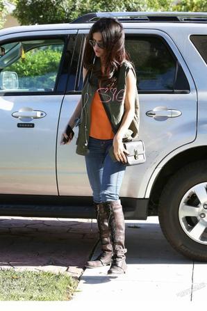 Le 09/04, Selena visitant un ami à Calabasas.