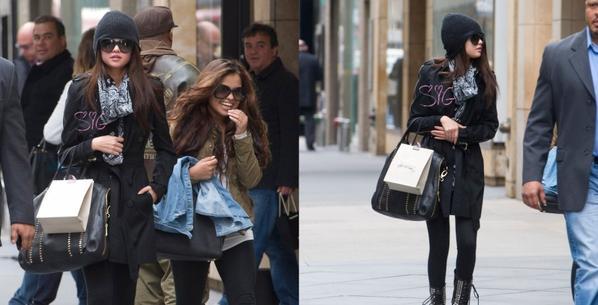 Le 23/04, Selena à été repérée à NYC alors qu'elle faisant du shopping à Victoria Secret !