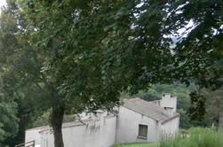A mi chemin entre Le Puy en Velay et Clermont-Ferrand (à 45 minutes en voiture), l'Allier et la Plage en contrebas vues de la terrasse