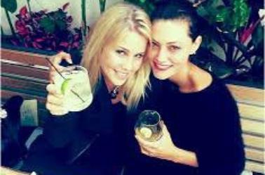 Claire Holt et Phoebe Tonkin
