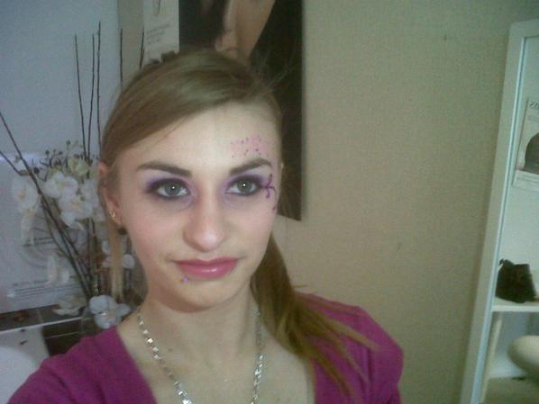 maquillage fait a la porte ouverte par ma pote