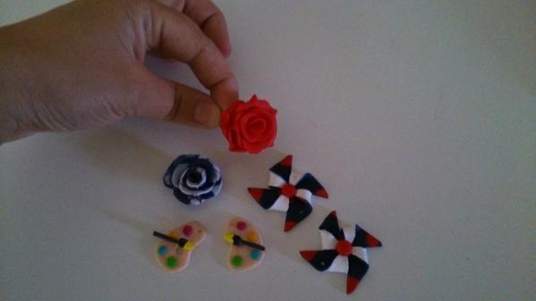 Boucles d'oreilles moulin à vent et palettes de peinture