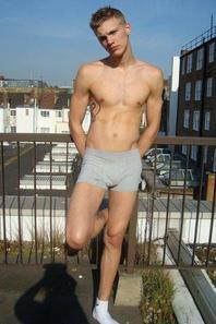 humm en dessous  ces slips es boxers !!