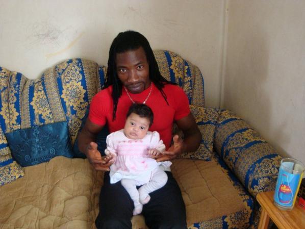 tonton manssa avec ma petite  princesse qui avait 1 mois maintenet elle a  1ans et 4 mois trop belle les tofs que se change et grandit vite bsx a vous 2