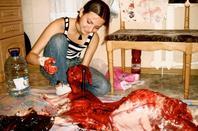 Cas de maltraitance : Elle découpe son chien et prends des photos.