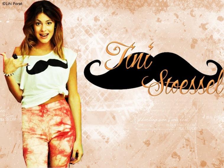 Martina en moustache !!!