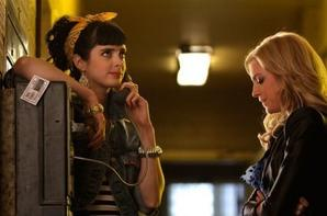 Saison 2 Episode 24 : Valley Girl / B.: La reine du lycée