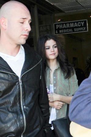Selena Gomez sortant de l'hopital! :)