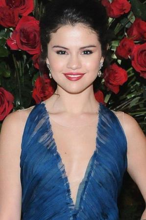 Selena Gomes lors du Alberta Ferretti and Vogue Limited Edition Collection 2013 Fashion Show à Los Angeles! :)