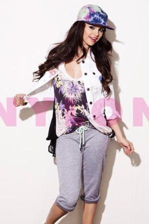 Plus de photos sur Selena Gomez pour le magazine Nylon! :)