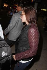 Kristen s'envole vers Toronto