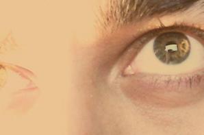 Mon regard, sur ton regard, nous regardons notre amour, remplis de passion