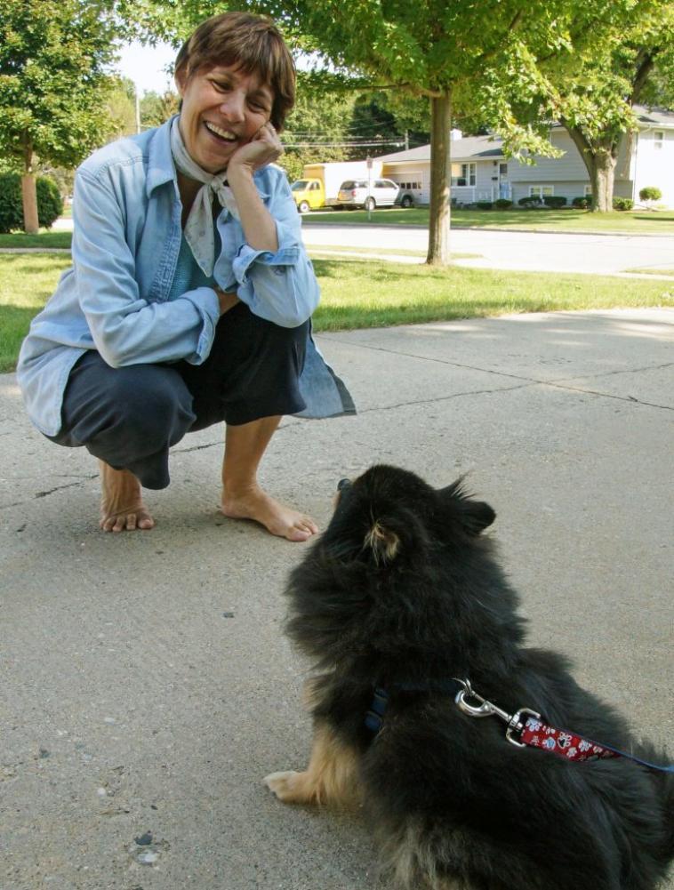 Nous avons pris Boo pour visiter mon professeur français Agnes. Je pense qu'elle a apprécié l'expérience et Boo était très sociable. Par ailleurs, Agnès vient de Marseille.