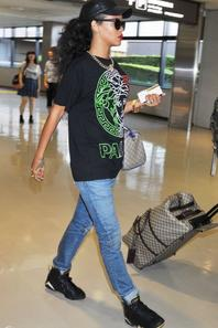 Rihanna arrive à Tokyo