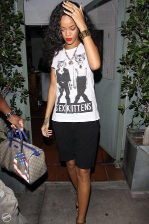"Rihannarrive au restaurant ""Giorgio Baldi"""