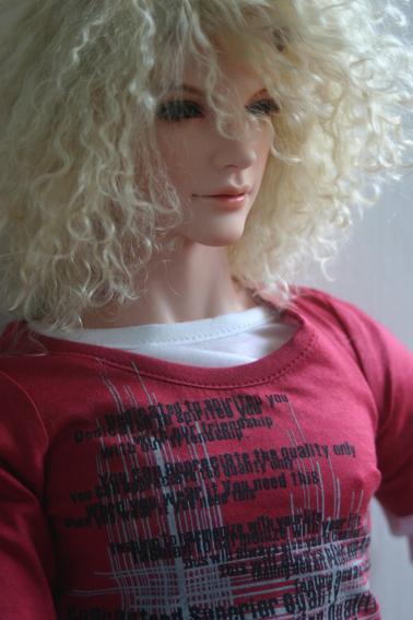 Claude essaie les wigs