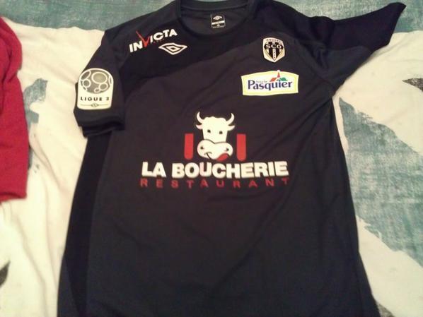 Maillots portés au stade Louis II pour la victoire du SCO d'ANGERS sur l'AS MONACO...