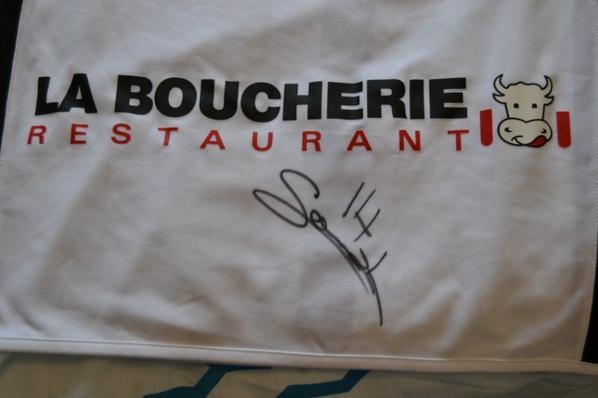 Maillot donné par Richard à la sortie de la Baumette donc pas tous les flocage... mais merci pour la signature...