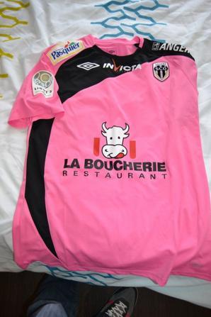 Le seul maillot porté par Alex. LETELLIER cette saison dans les buts du SCO d'ANGERS chez les Chamois Niortais...