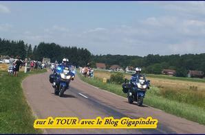 SUR LE TOUR  A TROYES   ...SUR LA ROUTE DU TOUR