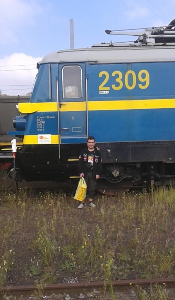 notre petite visite au musée ( PFT ) à Saint-ghislain ce 13/09/14 -- P15 -- magnifique loco électrique série 23 et moi