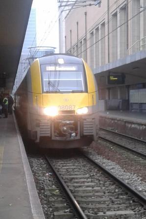 """2 automotrices électrique """" DESIRO """" en gare de Bruxelles Midi"""