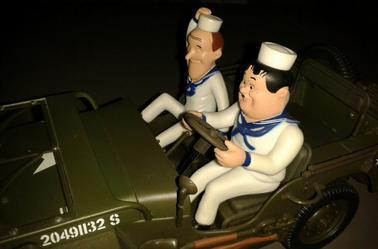 Laurel et Hardy Jeep 1/18