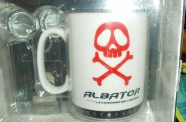 Coffret collector Mug , Badges et Porte-Clés Albator + Porte-Clés Albator