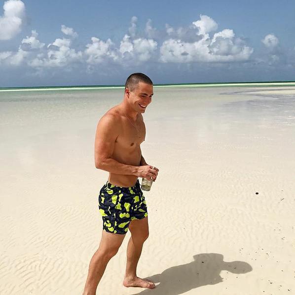 ????? Splendides photos de  @ColtonLHaynes sur la plage ?????