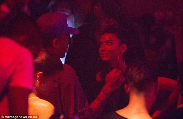 Anara Atanes avec Chris Brown