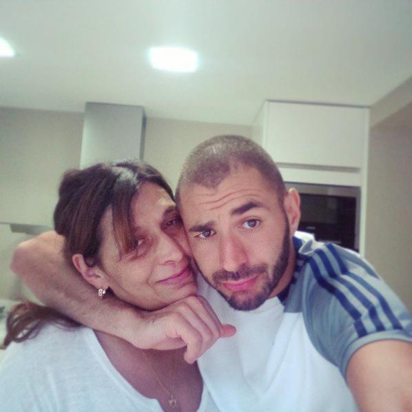 Karim Benzema avec sa mère et sa soeur