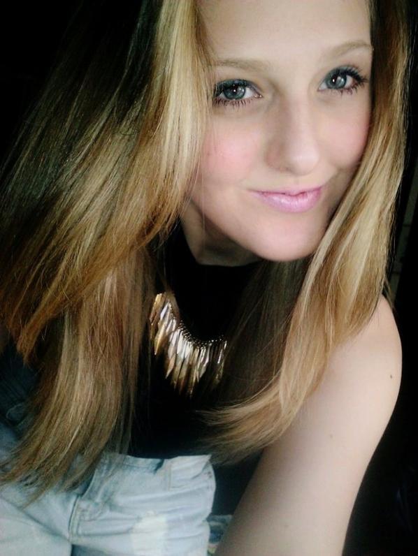 """""""Y'a plus rien, plus d'rire, plus d'sourire, plus d'bonheur, juste un gros trou dans l'coeur."""""""